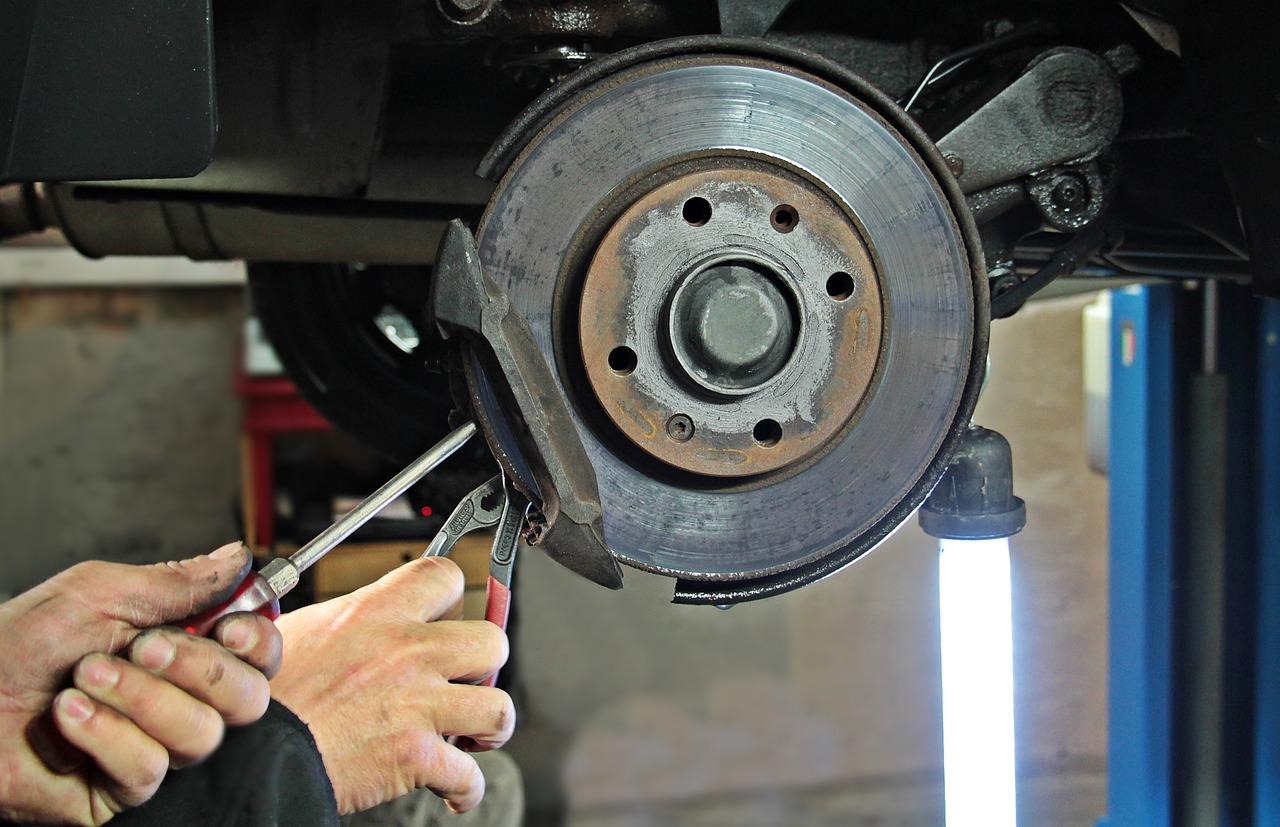 Die Bremsscheiben wechseln Kosten können je nach Modell variieren.